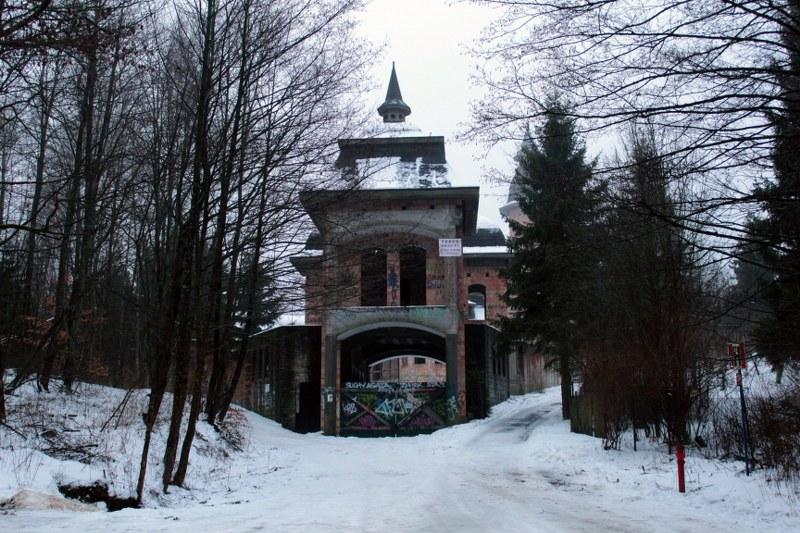 Zamek-w-Lapalicach-001-20160125_800x533