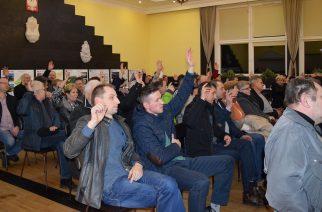 Zebranie  wiejskie w Chmielnie