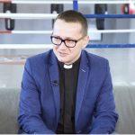 Ks. Grzegorz Kudelski dla TV z Kaszub o fascynacji słynną Barcą [WIDEO]