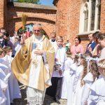 I Komunia św. w Kartuzach: uroczystość w kolegiacie [ZDJĘCIA]