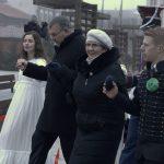 Uczniowie przetańczyli poloneza na kartuskim Rynku. To znak, że matura tuż tuż
