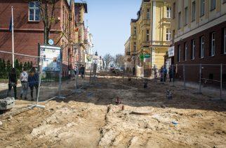 Deptak PRL, w związku z przedłużaniem się inwestycji w Kartuzach, został zamknięty do odwołania fot. E. Lejk / zKaszub.info
