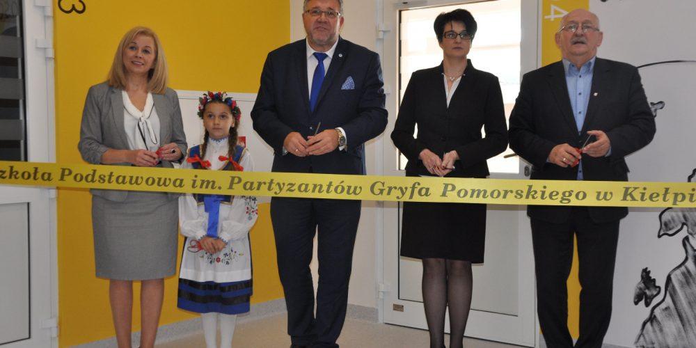 Otwarto nową część szkoły wraz z łącznikiem w Kiełpinie [ZDJĘCIA]