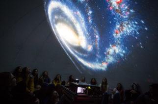 Planetobus w Szkole Podstawowej nr 3 w Kobyłce. Akcja Centrum Nauki Kopernik.