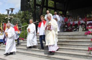 Tysiące wiernych na odpuście Matki Bożej Szkaplerznej w Sianowie [ZDJĘCIA] 2019