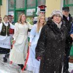 Polonez w Kartuzach: aura nie sprzyjała maturzystom [ZDJĘCIA]