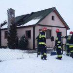 Pożar w Tokarskich Pniach gasili strażacy z Przodkowa, Czeczewa i Kartuz