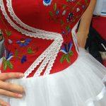 Suknia w kaszubskie wzory – ludowe wzory coraz bardziej popularne [ZDJĘCIA]