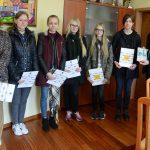 Książka gimnazjalistek z Żukowa trafiła w ręce burmistrza