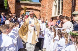 I KOmunia św. w kartuskiej kolegiacie/ fot. M. Konkol
