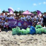 Plaża w Łebie posprzątana. Śmieci zbierało 300 wolontariuszy [ZDJĘCIA]