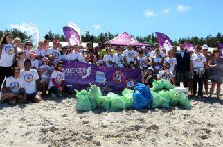 sprzątanie plaży w Łebie/ fot. mat. prasowy