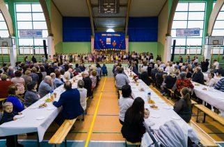 Najmłodsi uczniowie Szkoły Podstawowej w Przodkowie wystąpili dla swoich dziadków