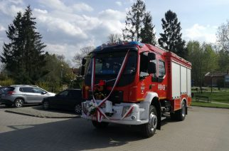 OSP w Leźnie świętowało 65-lecie! Musiał być urodzinowy prezent. W tym przypadku samochód ratowniczko-gaśniczy fot. OSP w Leźnie