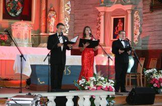 To właśnie Anna i Romuald Spychalscy byli wykonawcami w czasie koncertu pieśni patriotycznych w Sierakowicach fot. GOK Sierakowice