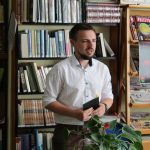 """Historia upadków małych i dużych – spotkanie z książką """"Pretensjonalna melodia"""""""
