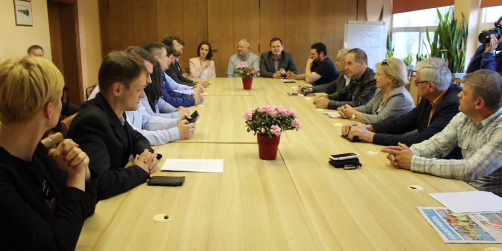W Urzędzie Miejskim w Kartuzach odbyło się pierwsze tego typu spotkanie w powiecie. Rozmawiano o transparentności i partycypacji fot. Piotr Chistowski / zKaszub.info