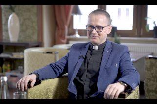 """Ks. Grzegorz Kudelski w programie """"Na Dywaniku"""" 2018"""
