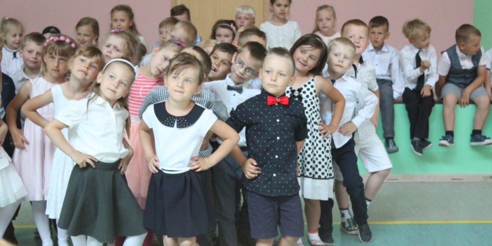 Dzień Matki i Ojca w Przodkowie stał się okazją dla najmłodszych do pochwalenia się talentem tanecznym fot. Elżbieta Lejk /zKaszub.info