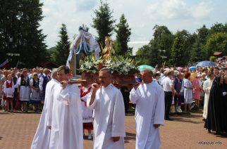 Tłumy wiernych modliły się na odpuście w sianowskim Sanktuarium [ZDJĘCIA]
