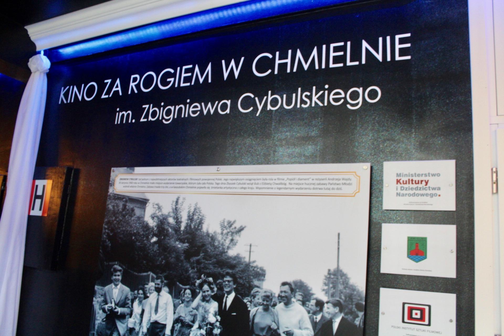 Kino za Rogiem w Chmielnie zyskało patrona, Zbigniewa Cybulskiego fot. P.CH. / zKaszub.info