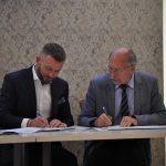 Chmieleński GOPS z dofinansowaniem. Podpisanie umowy podczas warsztatów dla NGO