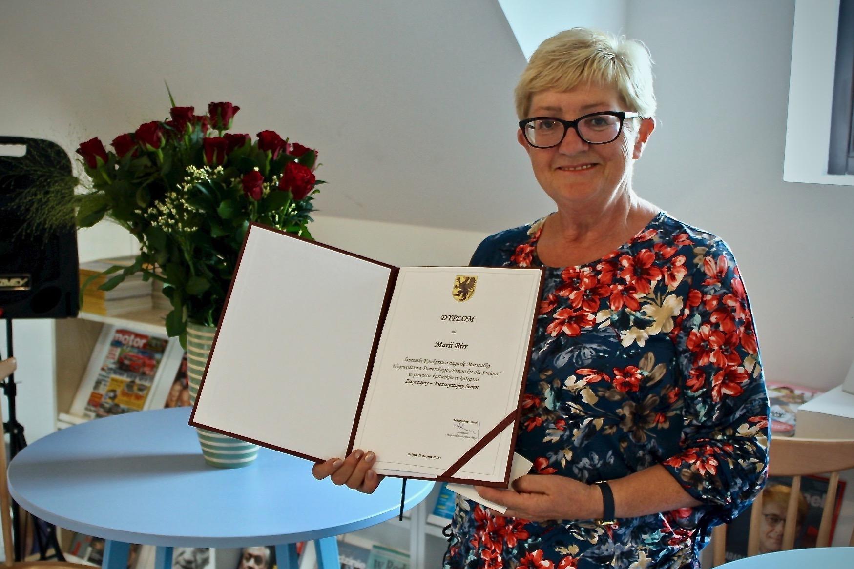 """Maria Birr - """"Zwyczajny - Niezwyczajny Senior"""" z Kamienicy Szlacheckiej fot. P.CH. / zKaszub.info"""