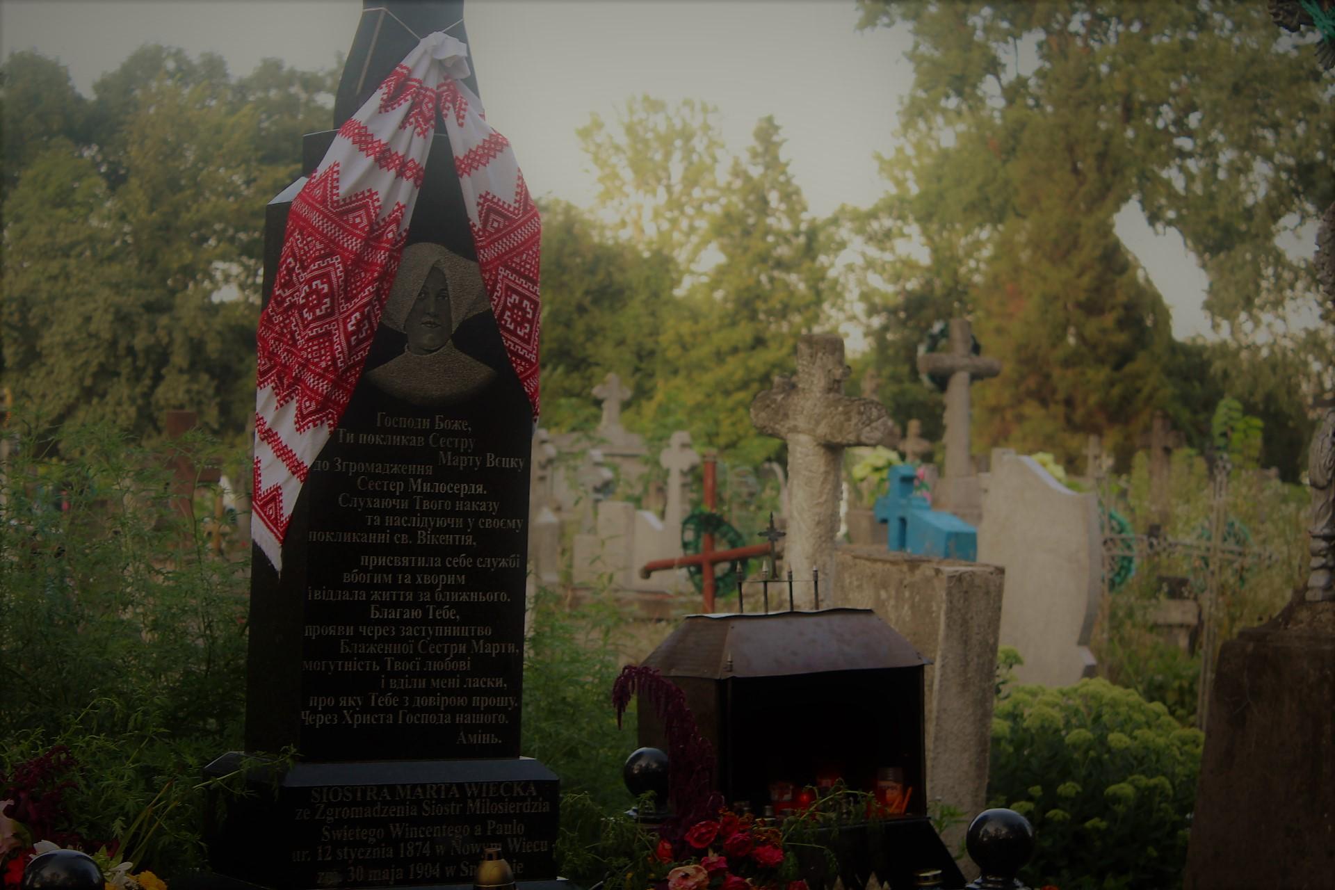 """""""Na cmentarzu jest także grób bardzo ważny i łączący jeszcze bardziej te tereny z Polską. Grób Błogosławionej Marty Wieckiej"""" fot. P.Ch. / zKaszub.info"""