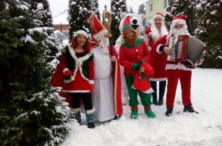 Święty Mikołaj odwiedził dzieci w szkołach