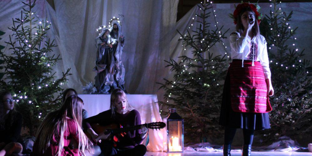 """W wolności odnajdziemy miłość… Bożonarodzeniowy czas w szkole """"na Wzgórzu"""" [ZDJĘCIA]"""