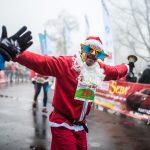 Gorąca i kolorowa niedziela zapowiada się w Kartuzach! Barwny Santa RUN z setkami uczestników!