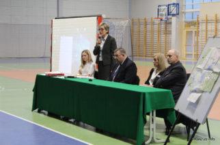 Burzliwa dyskusja ws. obwodów szkół w Kiełpinie i Dzierżążnie. Rodzice otrzymają ankietę