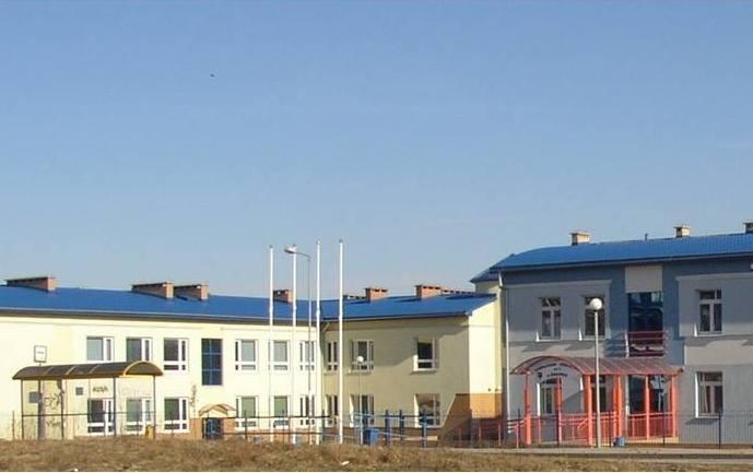 Niezrozumiała częściowa rejonizacja szkół w Żukowie? Rodziców czekają utrudnienia a nauczycieli zwolnienia