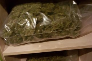 Transakcja narkotykowa na parkingu w Chwaszczynie. Przekazywali sobie 8 kg marihuany