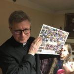 Ostatnie spotkanie dzieci z parafii w Kiełpinie z księdzem Arkadiuszem Okrojem [ZDJĘCIA]