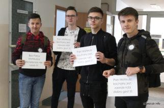 Murem za Mateuszem Frąckiewiczem – uczniowie protestują