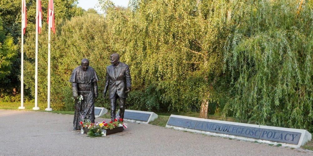 W Gdańsku pomazano farbą pomnik Jana Pawła II