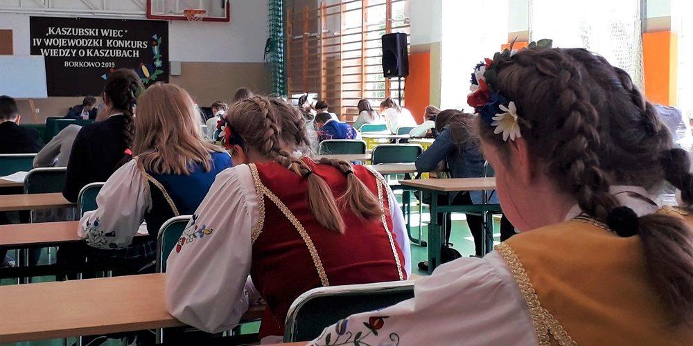 Wojewódzki sprawdzian wiedzy o Kaszubach w Szkole w Borkowie