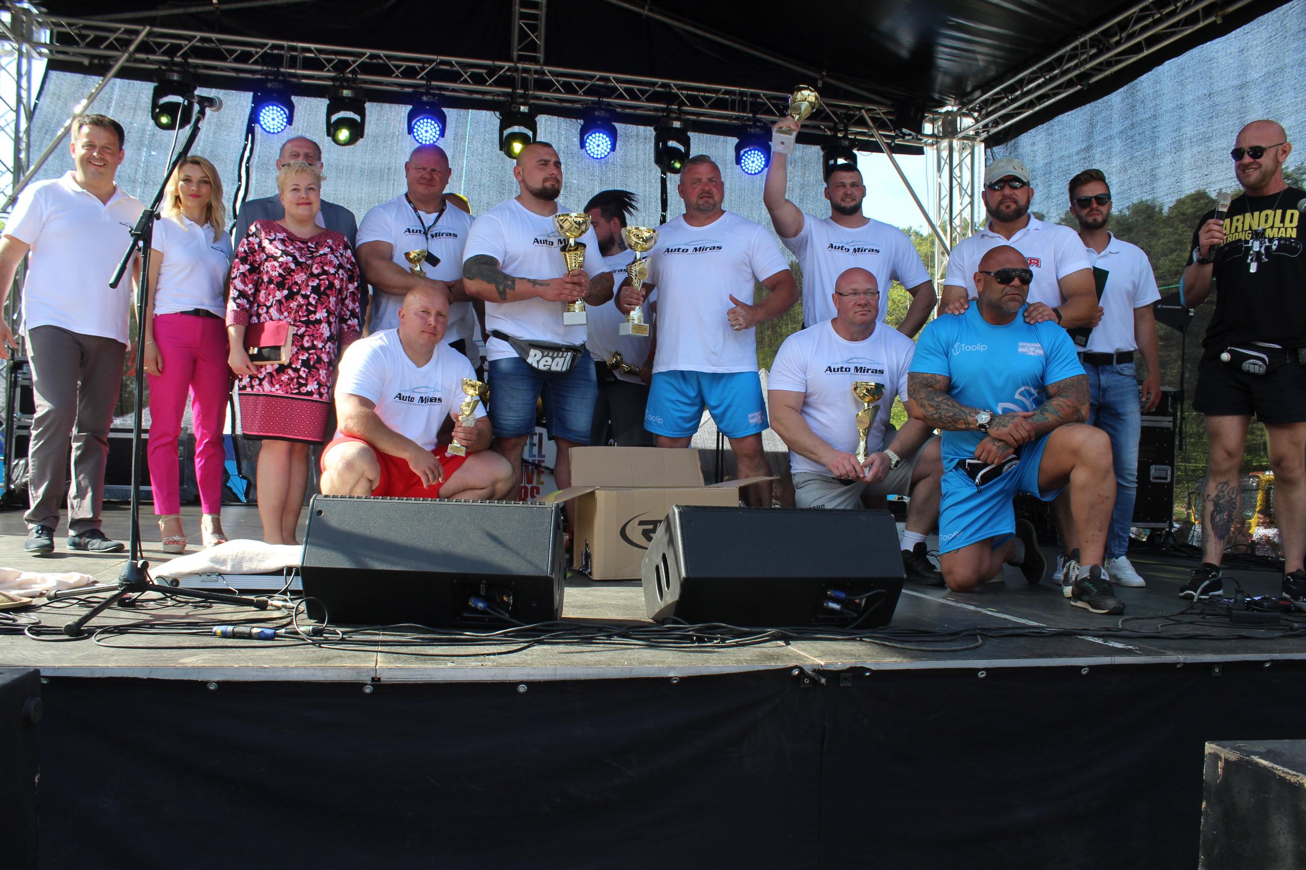 Rywalizacja Strongmanów zakończyła się wręczeniem nagród i pucharów fot. P.CH. / zKaszub.info