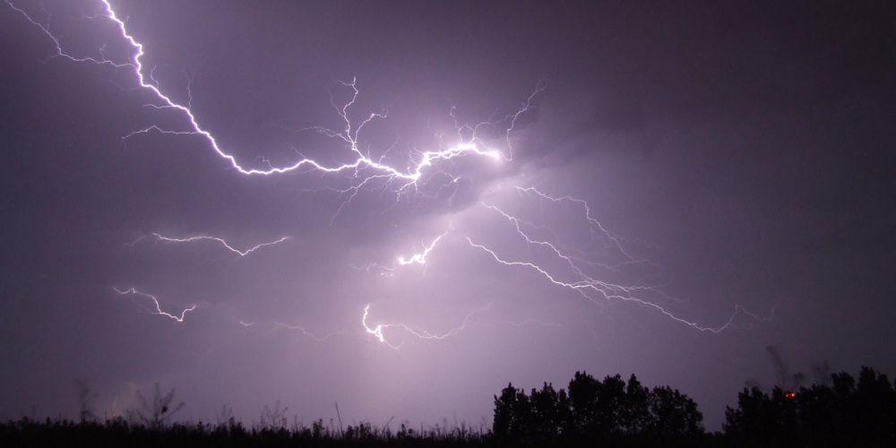 Ostrzeżenie III stopnia! Mogą wystąpić silne burze z gradem. Zostańcie w domach!