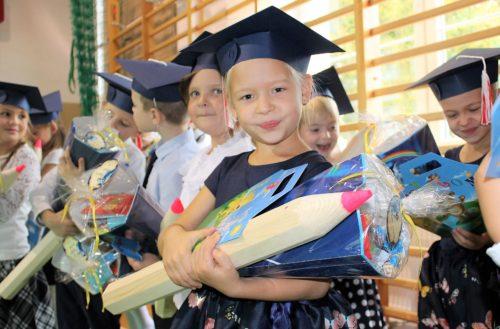 Borkowo – dzieci klas pierwszych uroczyście pasowane na uczniów [ZDJĘCIA]