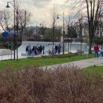 """Kartuzy. Skatepark – plac budowy miejscem gromadzenia się młodzieży. """"Gdzie jest Straż Miejska?"""""""