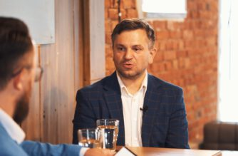 """""""Pretekst do rozmowy"""" – odc. 7 – Michał Melibruda, wójt gminy Chmielno"""